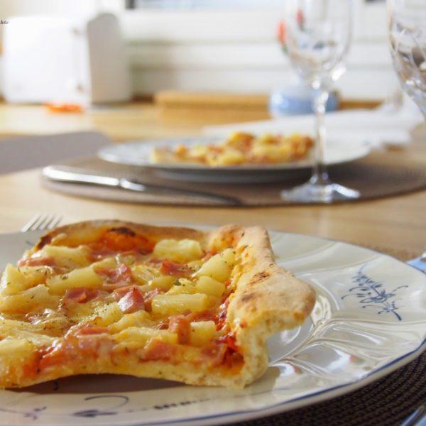 Kinkku-Ananas Pizza