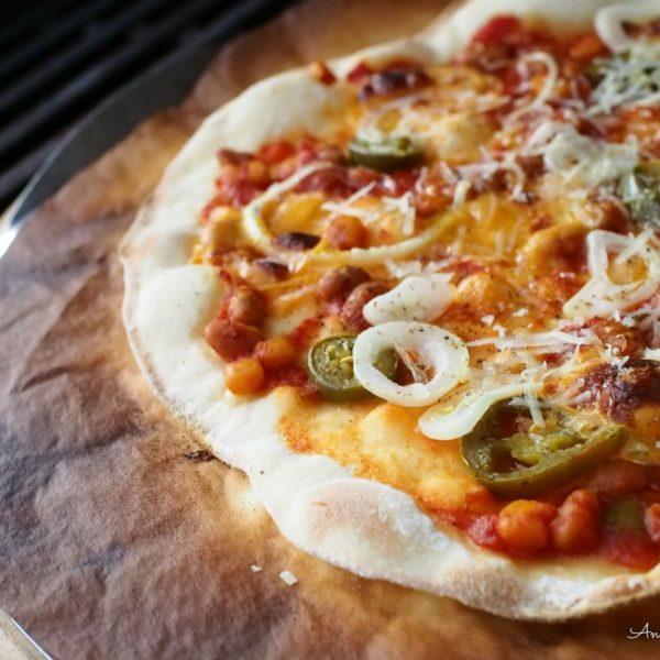 Salsa-Pizzaa Grillistä Pizzakivellä