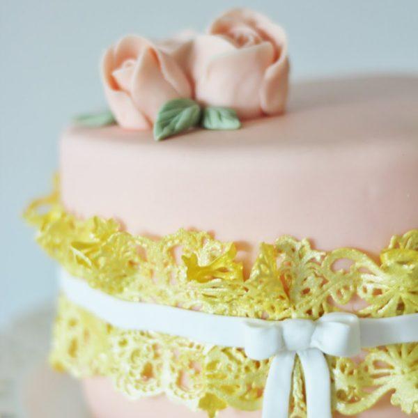 Täydellinen Kakku Kevätjuhliin!