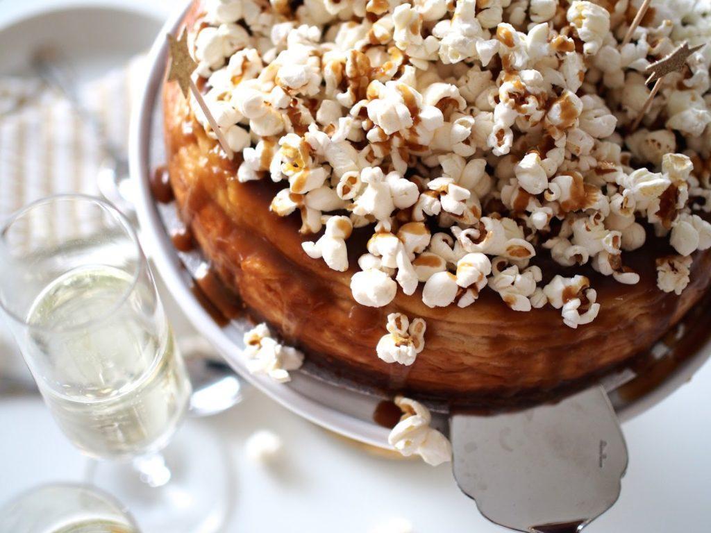 Uudenvuoden Kinuskijuustokakku Popcornilla