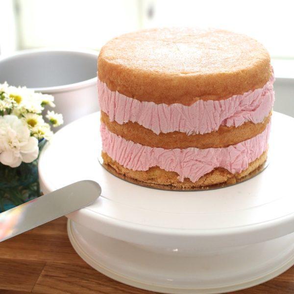 Helppo Marjamousse (korkean kakun täytteeksi)