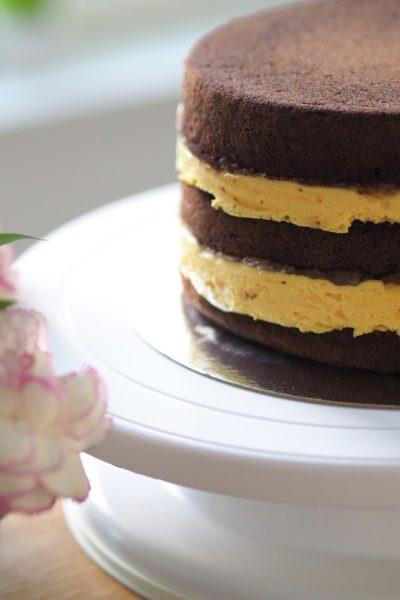 Pehmeä Vaahtokarkkimousse (liivatteeton-kakkutäyte)
