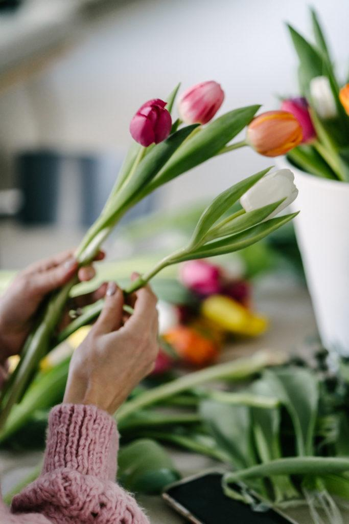 Kukkaterapiaa & Kukkasidontaa tulppaaneilla