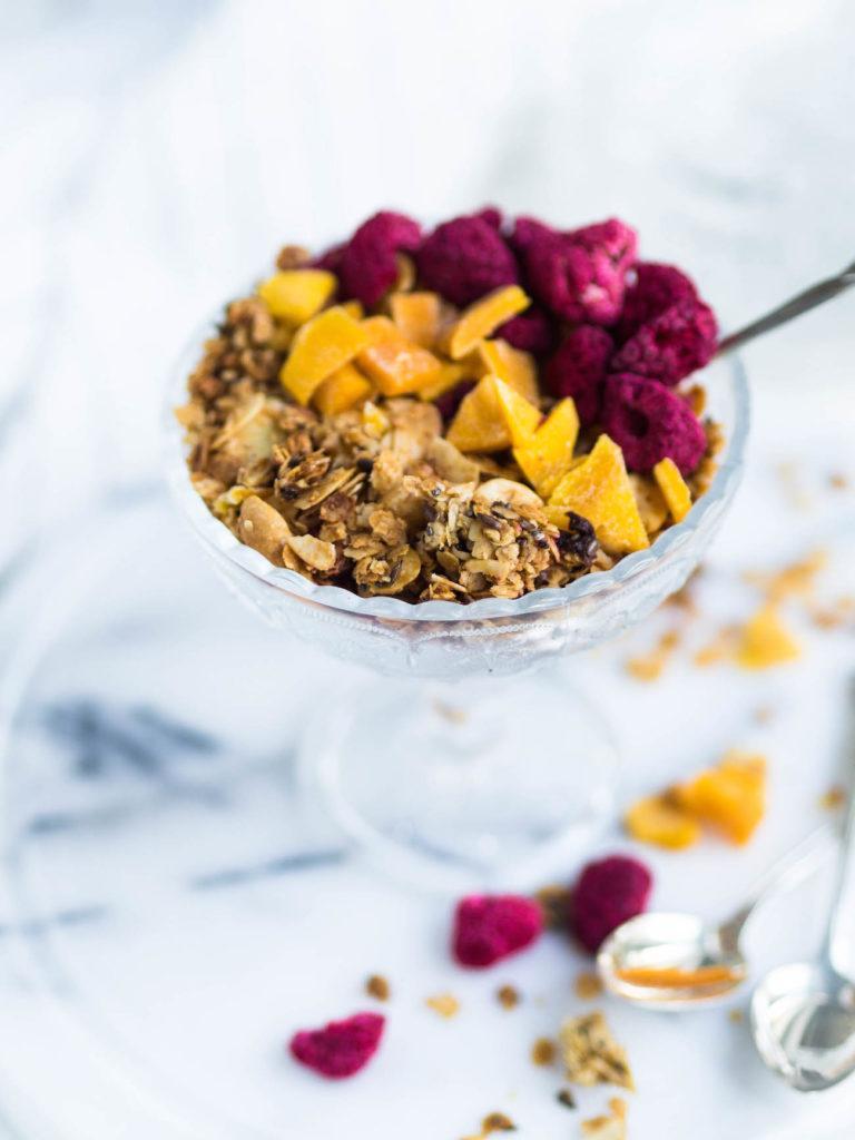 Rapea Mango-Vadelma Granola