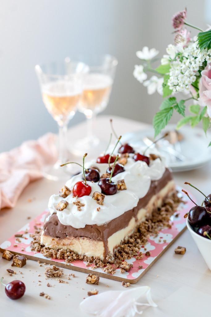 Helppo Suklaa-Vaniljajäätelökakku