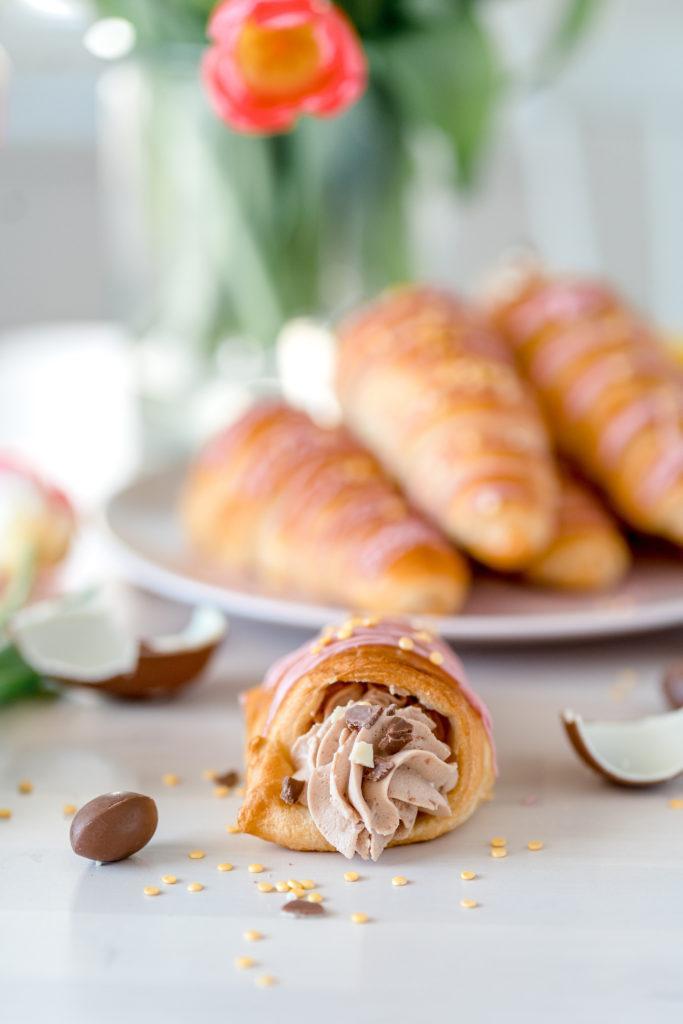 Kindermoussella täytetyt Croissant-tuutit