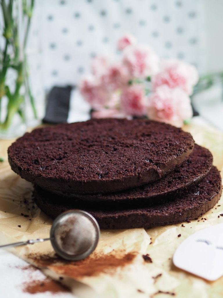Helppo Mehevä Suklaakakku (myös gluteeniton ja vegaaninen)