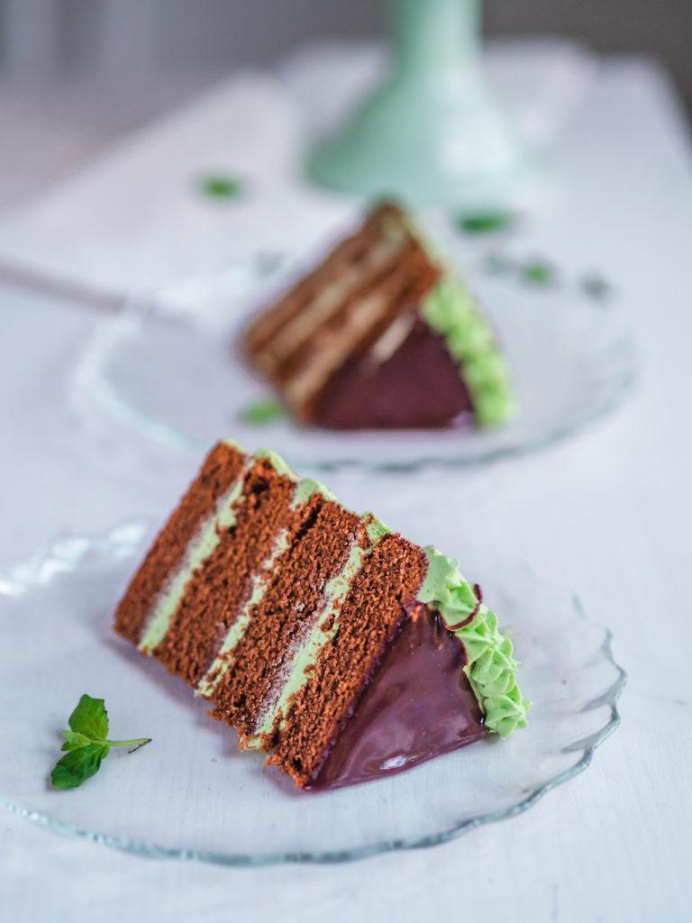 Kerroskakuksi leivottu browniekakku vie kielen mennessään!