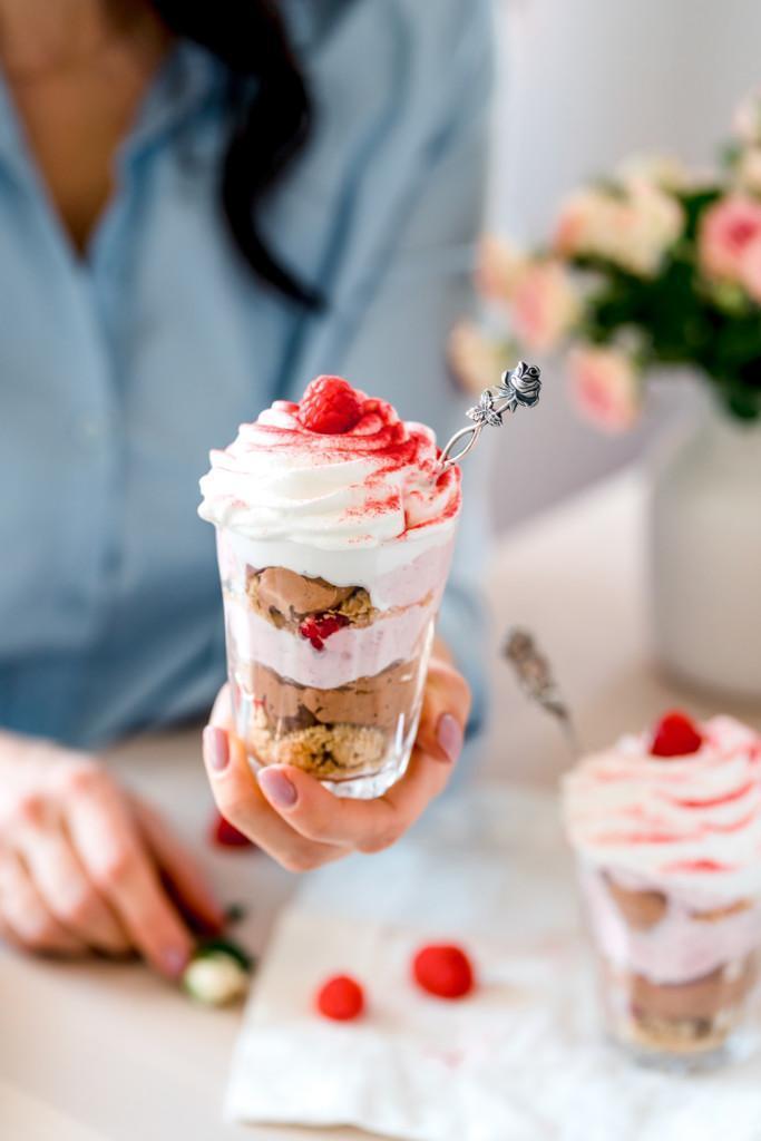 Suklaa-Vadelmakakut lasissa (Ve)